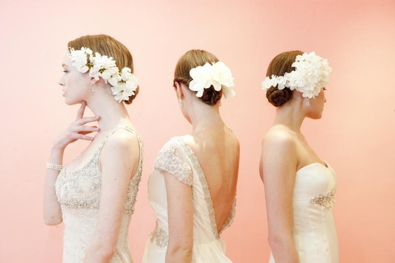 Brautfrisuren lange Haare romantischer Haarschmuck Blumen