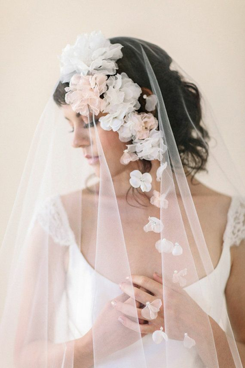 Brautfrisuren mit Schleier romantische Hochzeit Haarschmuck Braut