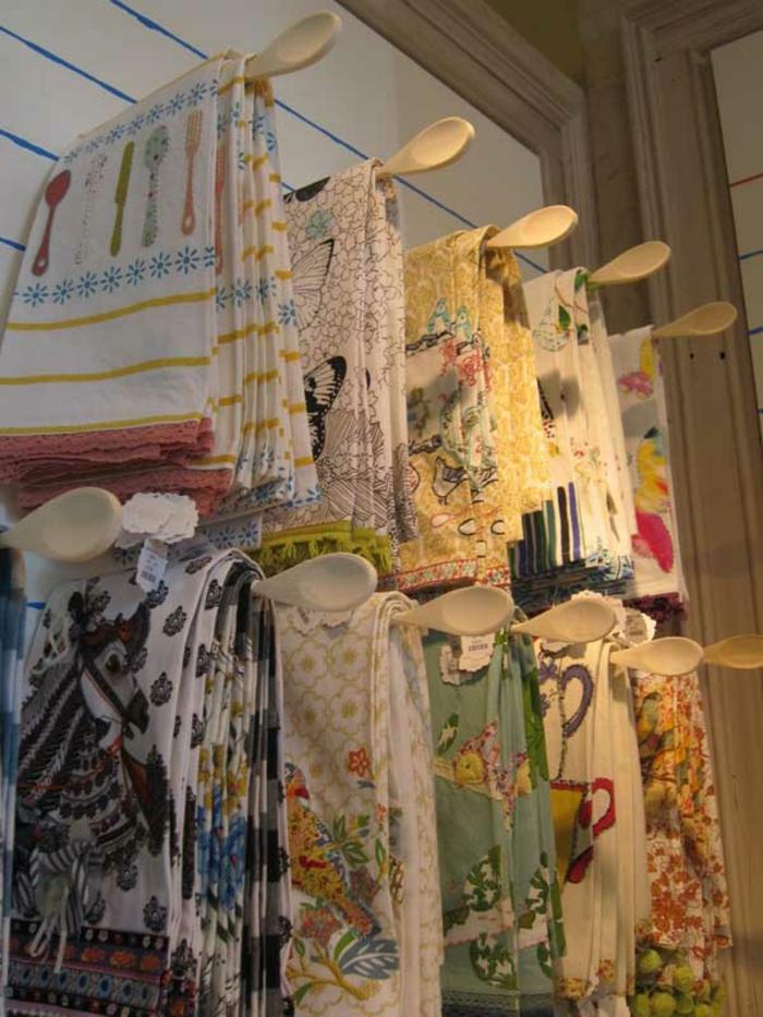 upcycling ideen kuechenutensilien aus alt macht neu Coole Bastelideen DIY bastelideen alte küchenkrams holzloeffel alsgeschirrtuch halter