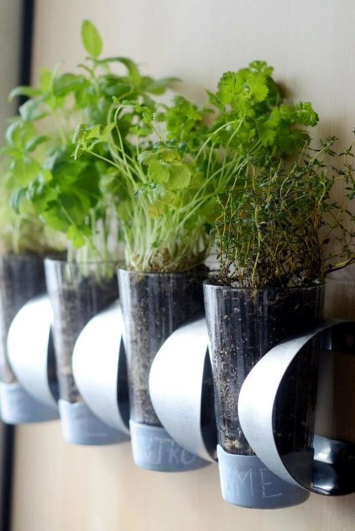 upcycling ideen kuechenutensilien aus alt macht neu Bastelideen DIY bastelideen alte küchenkrams kräutergarten