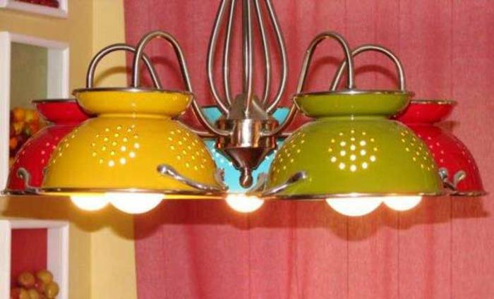 upcycling ideen kuechenutensilien aus alt macht neu Coole Bastelideen DIY bastelideen alte küchenkrams nudelsieb sieb lampignon