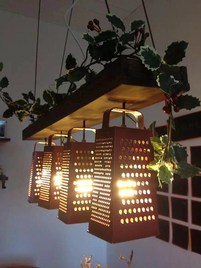upcycling ideen kuechenutensilien aus alt macht neu Coole Bastelideen DIY bastelideen alte küchenkrams reibe leuchte