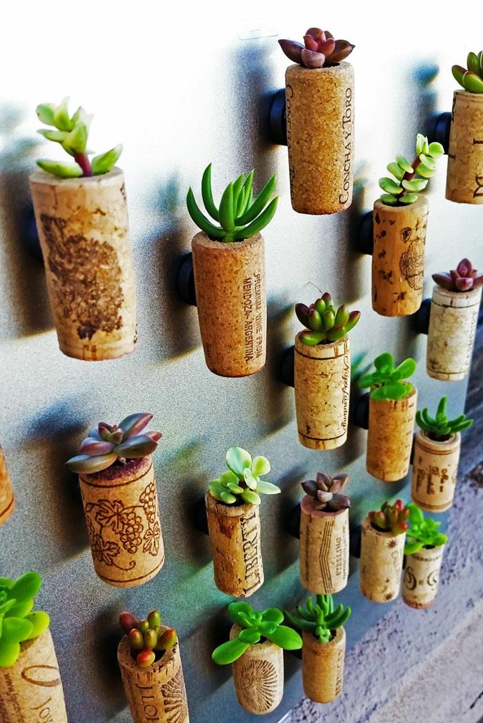 upcycling ideen kuechenutensilien aus alt macht neu Bastelideen DIY bastelideen alte küchenkrams tablett korken blumentopf