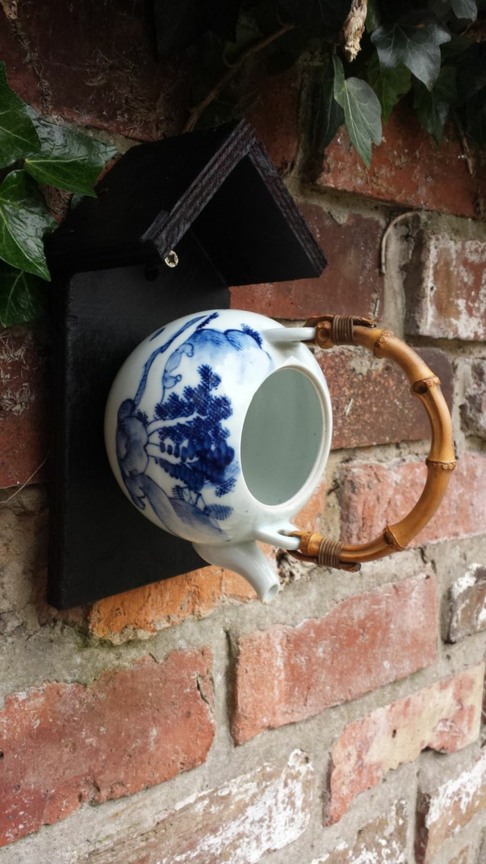 upcycling ideen kuechenutensilien aus alt macht neu Bastelideen DIY bastelideen alte küchenkrams teekessel vogelhaus
