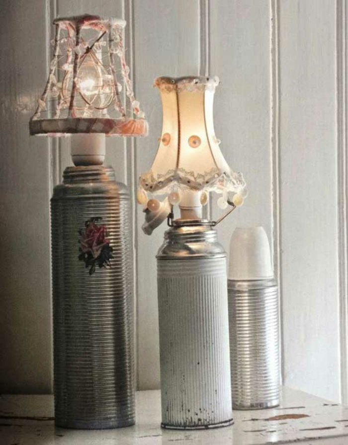 upcycling ideen kuechenutensilien aus alt macht neu DIY bastelideen alte küchenkrams trichter als muffinform termuskanne als lampe