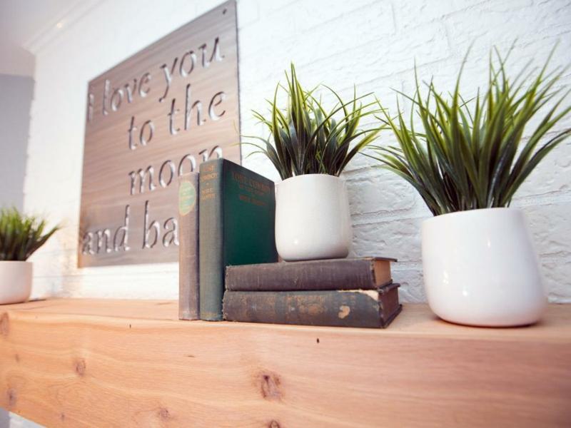 Einrichtungsideen Wohnzimmer Wandgestaltung Kamin Deko Zimmerpflanzen