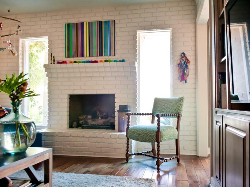 Einrichtungsideen Wohnzimmer Wandgestaltung Regenbogenfarben Kamin Deko