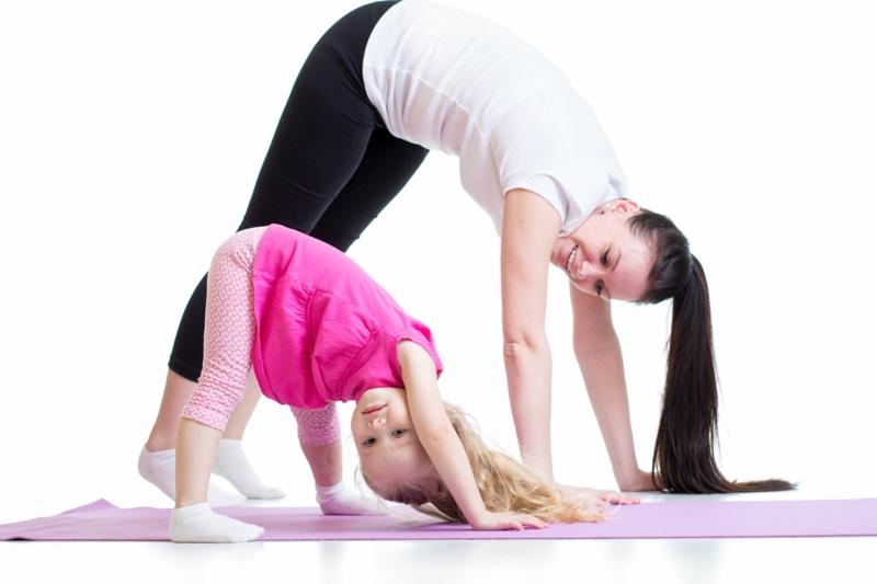 Eltern und Kinder abnehmen Yoga
