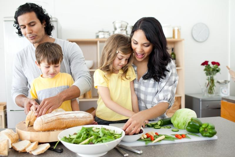 Eltern und Kinder abnehmen gesunde Ernährung