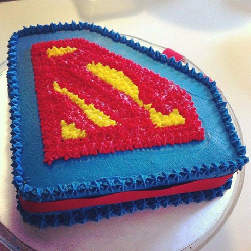 Geburtstagstorten Bilder Kindertorten lustige Tortendeko Superman