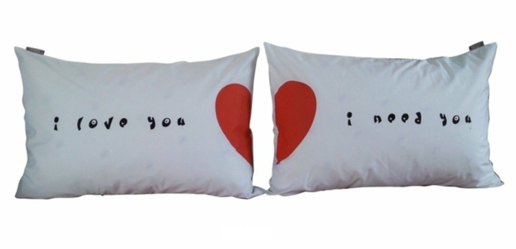 Geschenke zum Valentinstag liebevolle Geschenkideen Dekokissen