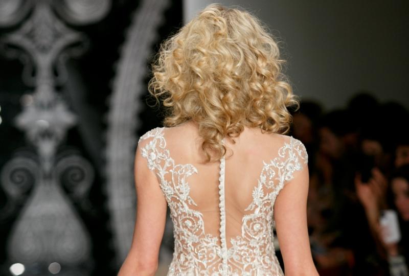 Hochzeitsfrisuren Ideen natürliche Locken blonde Haare