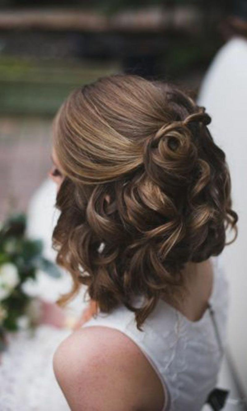 Hochzeitsfrisuren kurze Haare halboffen