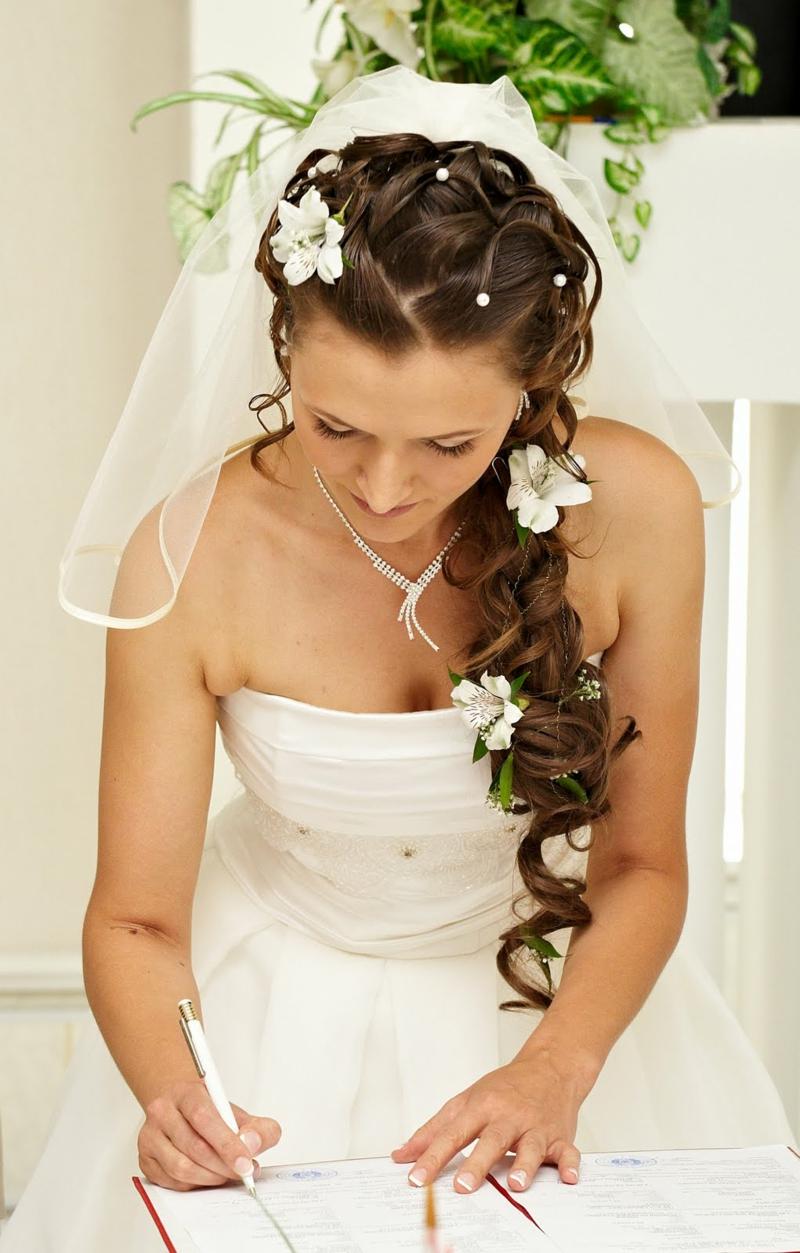 Hochzeitsfrisuren lange Haare Haarschmuck Blumen