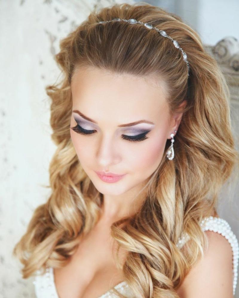 Hochzeitsfrisuren lange Haare Haarschmuck Diadem Brautfrisur offen