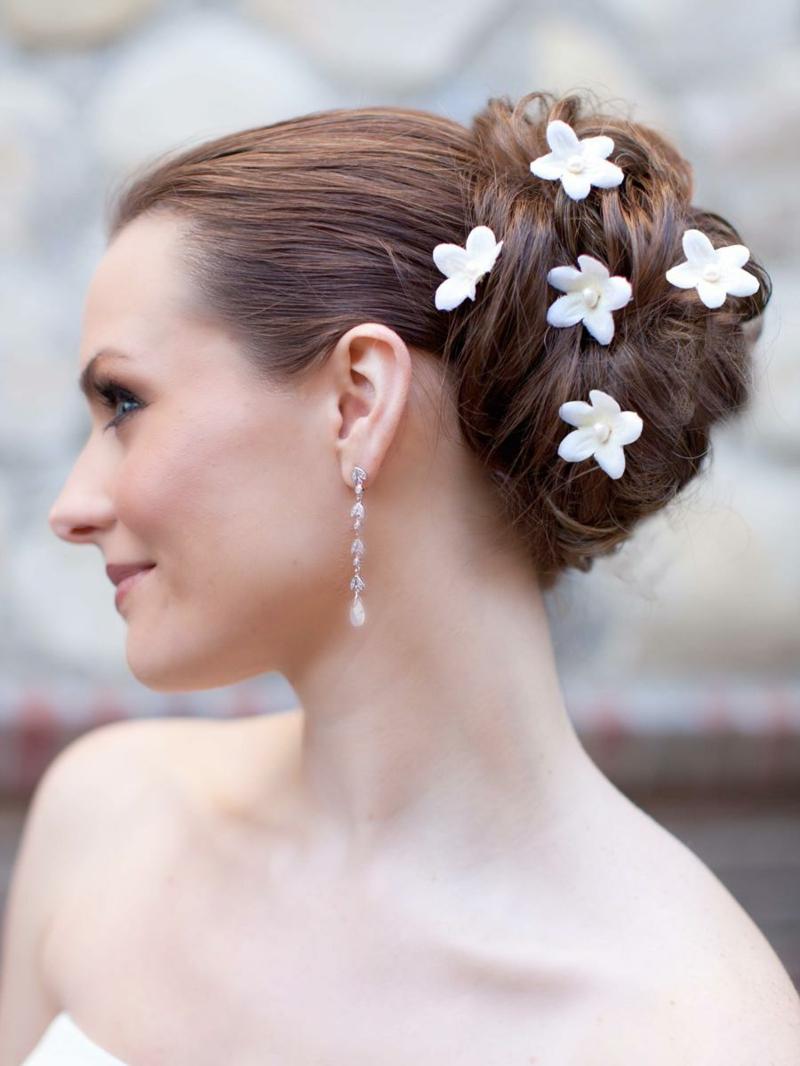 Hochzeitsfrisuren lange Haare Haarschmuck Kunstblumen
