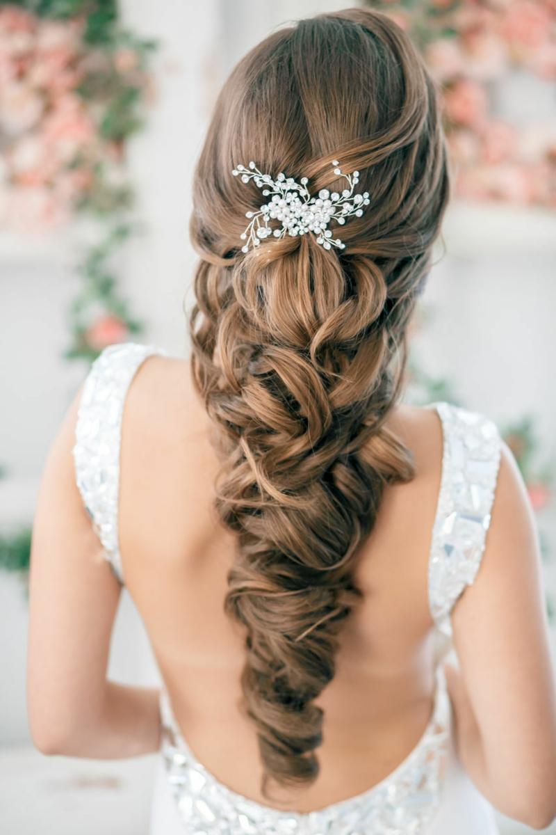 Hochzeitsfrisuren lange Haare Haarschmuck