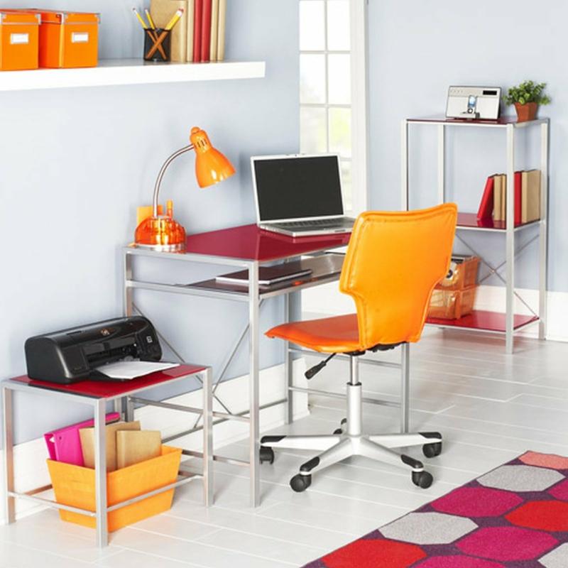 Home Office Wandfarbe Weiß farbige Büromöbel