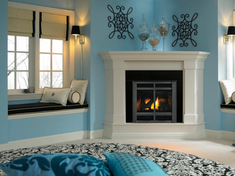wohnzimmer deko blau:45 Kamin Deko Ideen: So können Sie den Kaminsims kreativ dekorieren