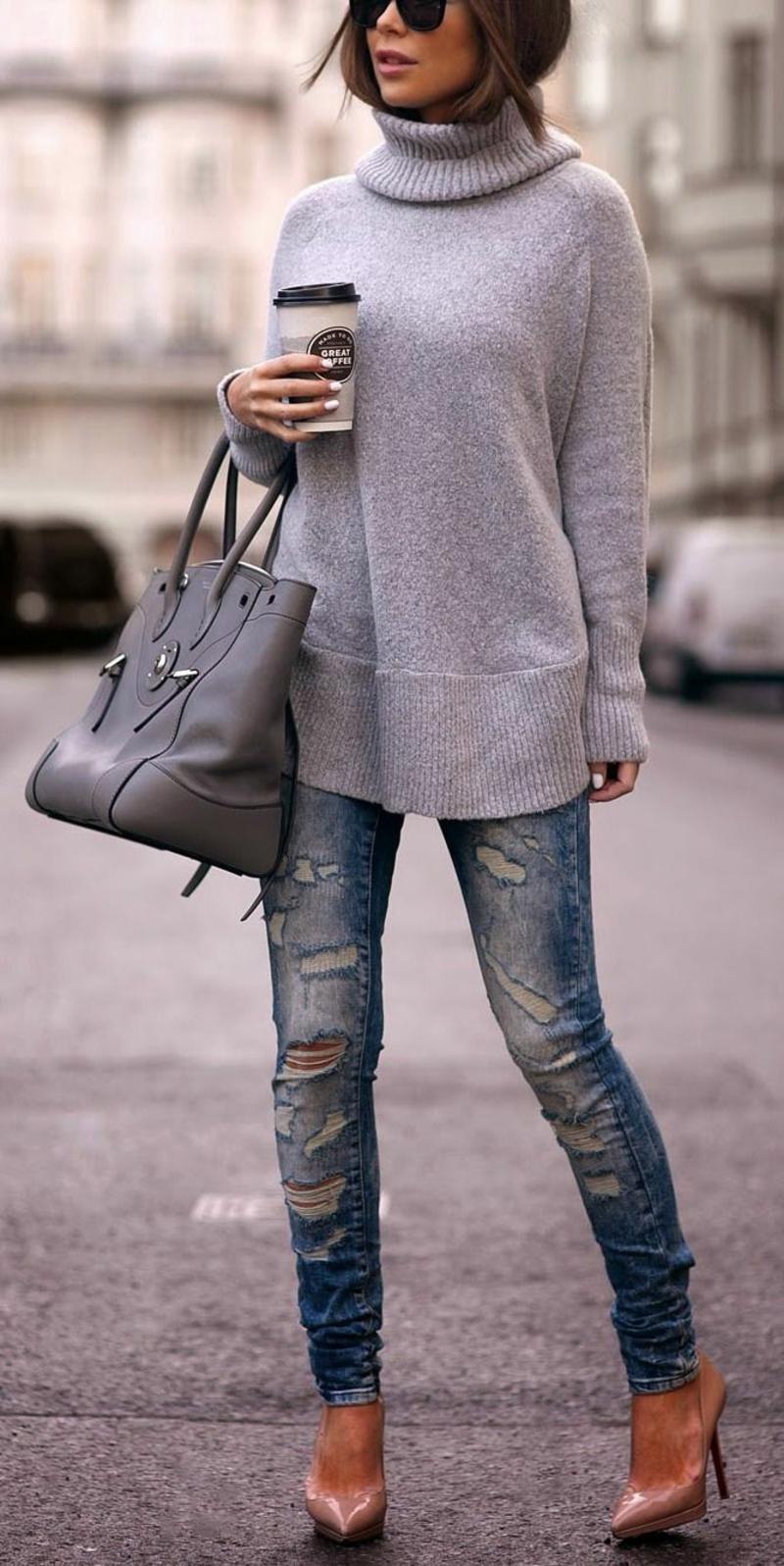 Longpullover Damen mit Jeans und Pumps
