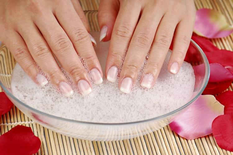 Maniküre selber machen fingernägel feilen Nagelpflege