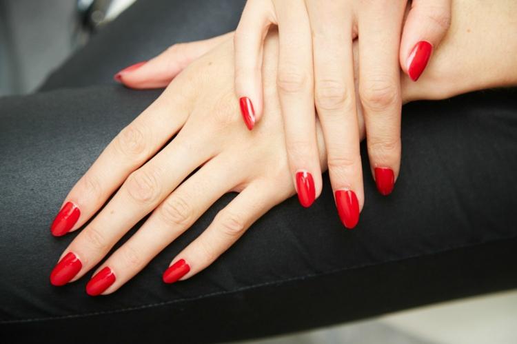 Maniküre selber machen fingernägel feilen und lackieren