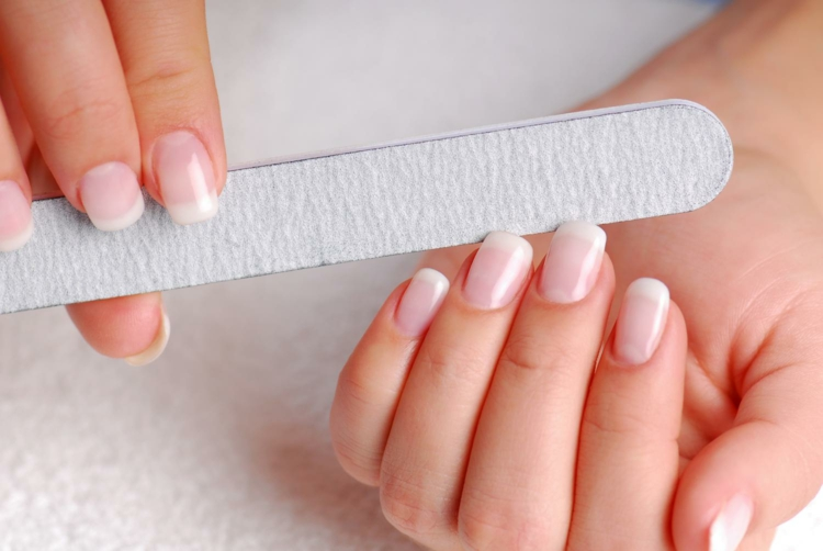 Maniküre selber machen fingernägel feilen