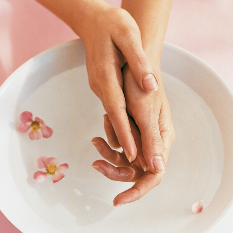 Maniküre selber machen nagelpflege zu Hause