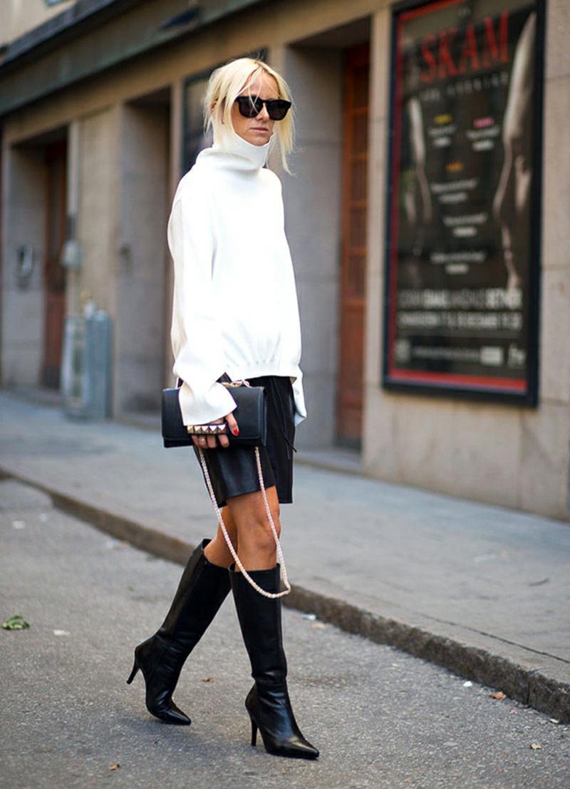 Rollkragenpullover Damen weiß Leder Minirock Stiefel