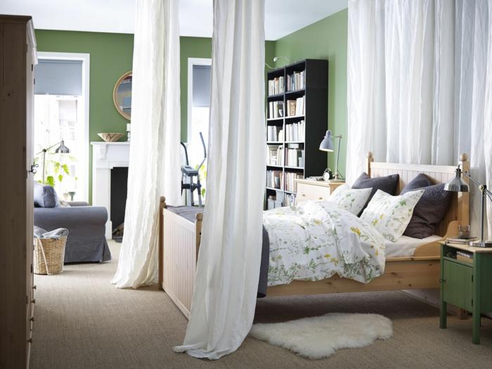Schlafzimmergestaltung Ideen Wandfarbe grün Himmelbett