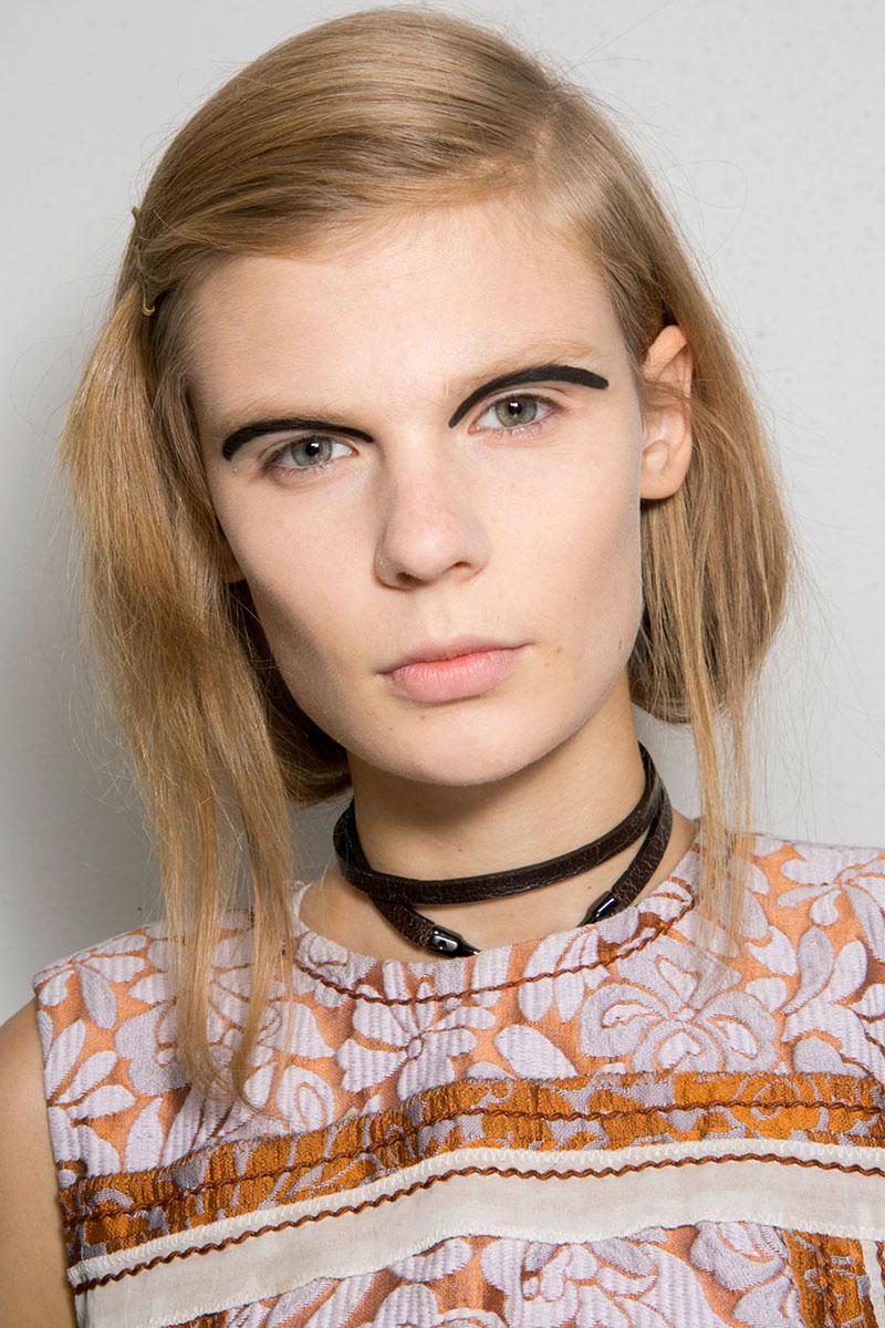 Schminktipps Eyeliner Make up Trends fendi
