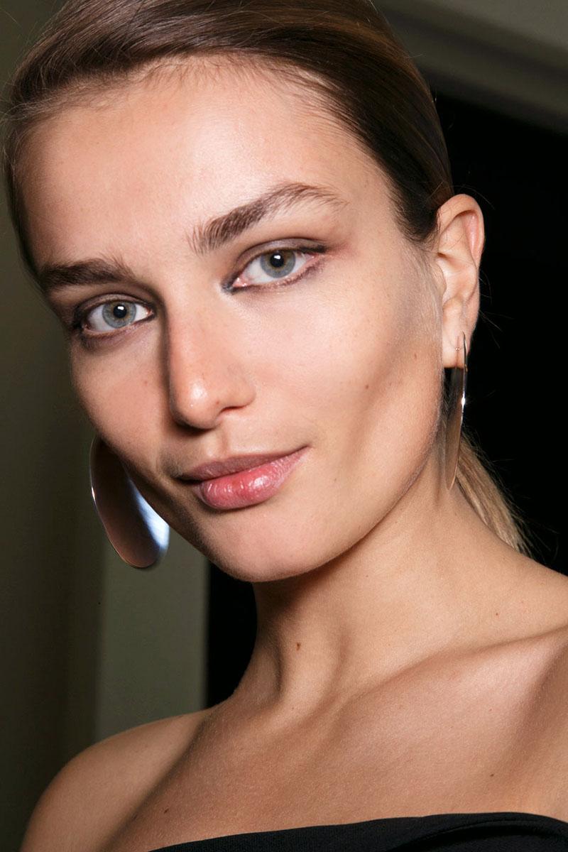 Schminktipps Eyeliner Augen Make up Trends mugler