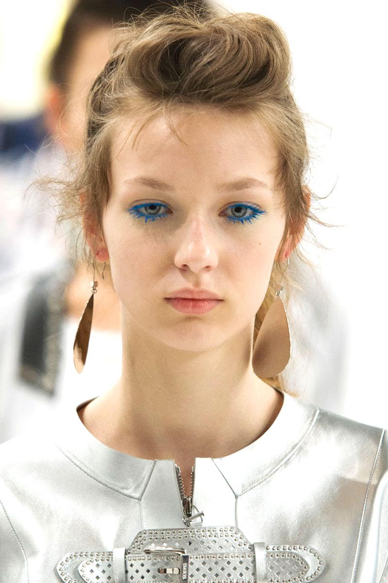 Schminktipps Mascara blau Augen Make up Trends