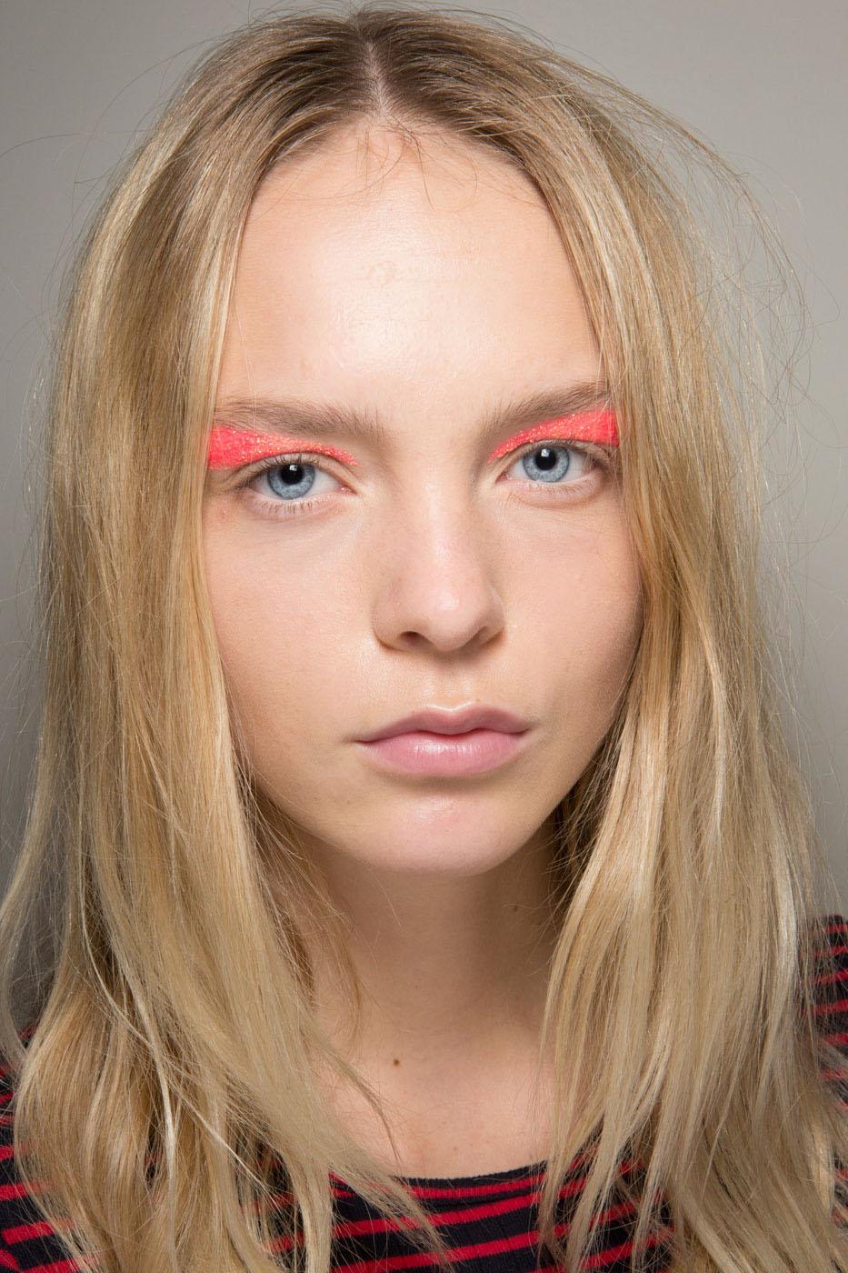 Schminktipps glitter Augen Make up Lidschatten valli