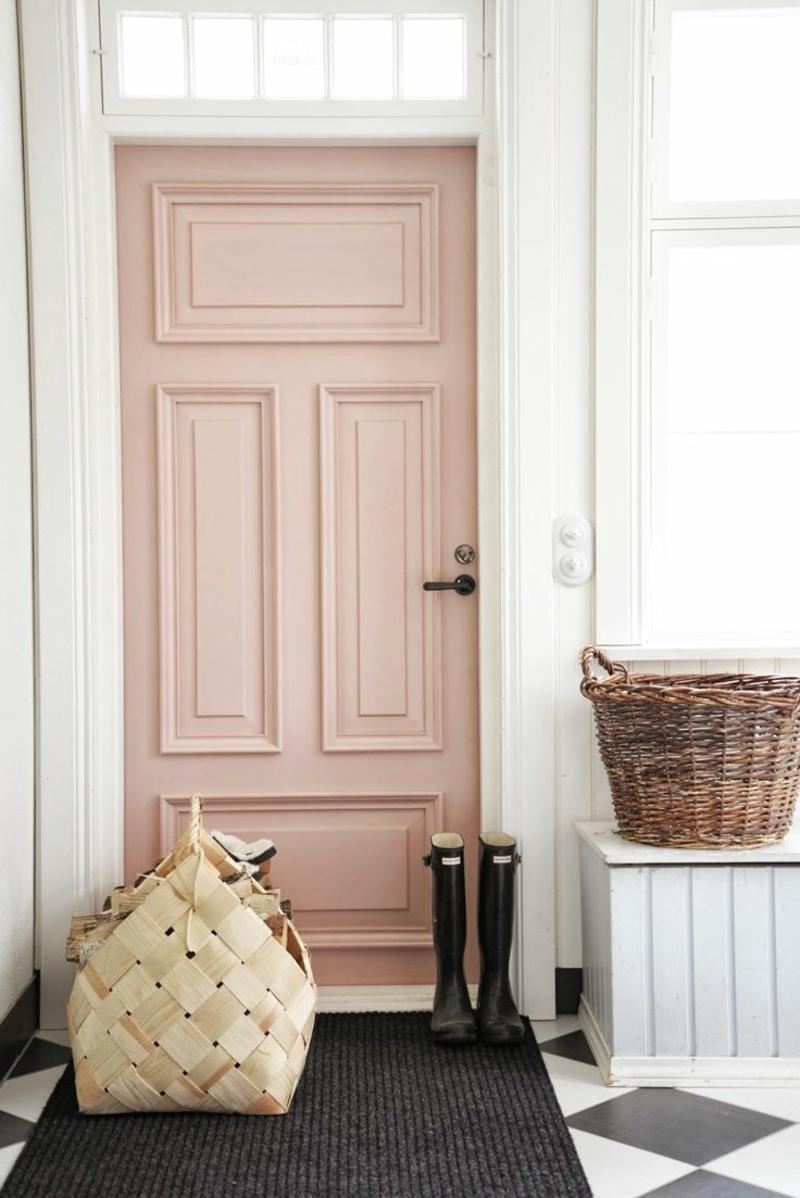 Wandgestaltung Flur Rattanmöbel Haustür rosa
