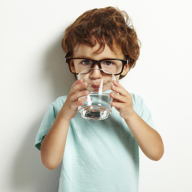 Wie-können Kinder abnehmen mehr Wasser trinken