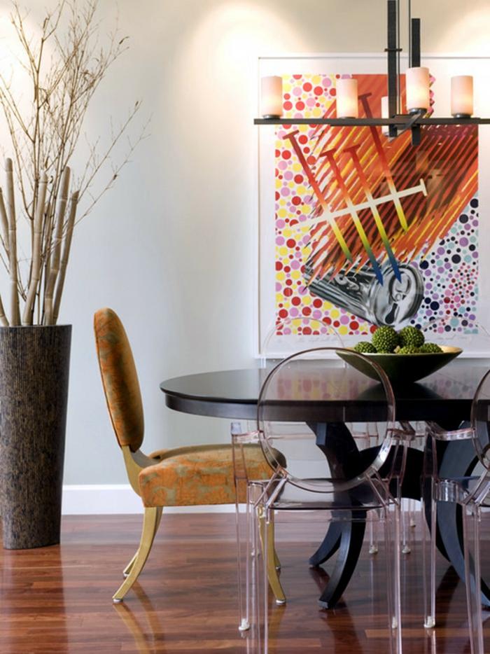 bambus deko bambusstangen dekoideen esszimmer runder esstisch durchsichtige designer stühle