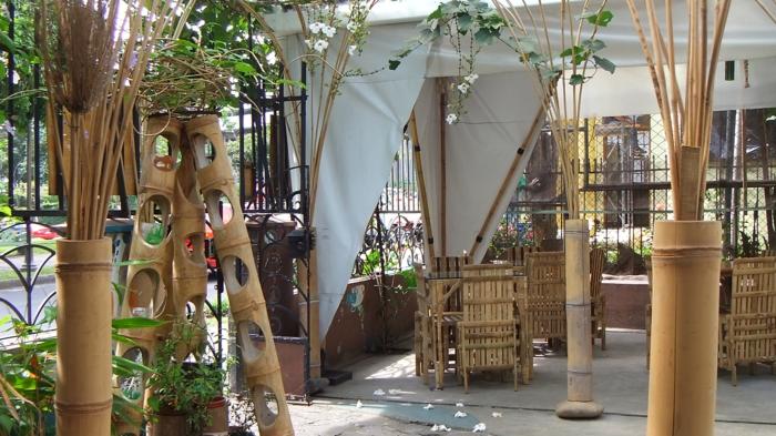 bambus deko bambusstangen gartengestaltung blumenständer ideen