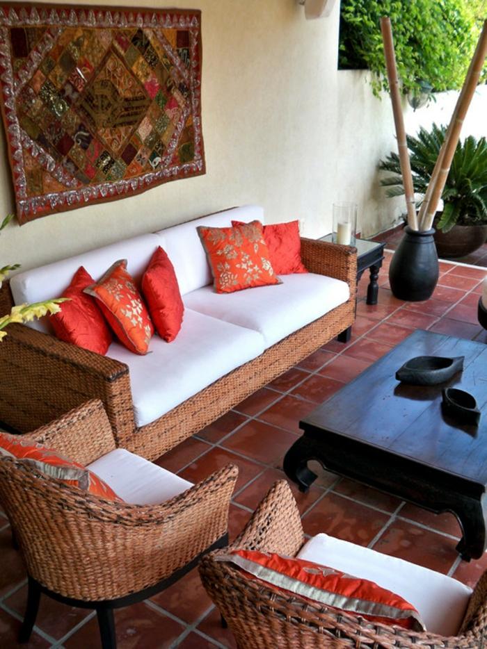 bambus deko bambusstangen terrassengestaltung balkondeko korbmöbel sofa sessel couchtisch
