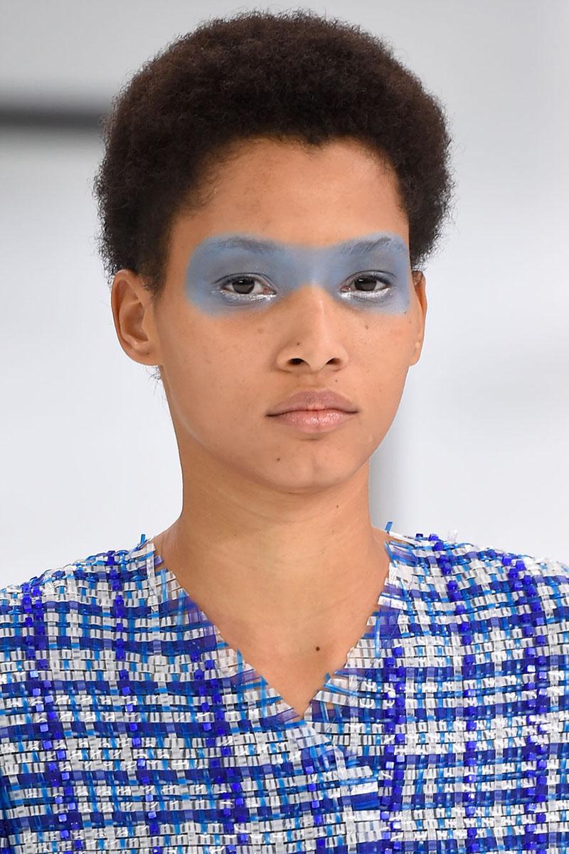 blaue Lidschatten Augen Make up 2016 trends chanel Styling Tipps