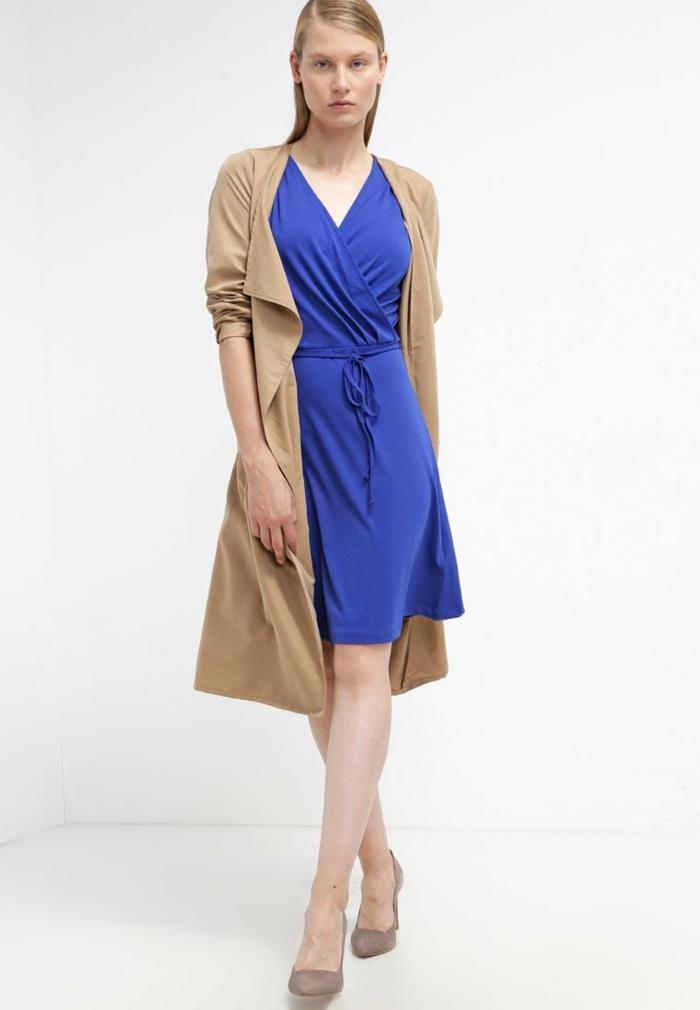 blaues kleid farbgestaltung blaue kleider dessin frühling elegant