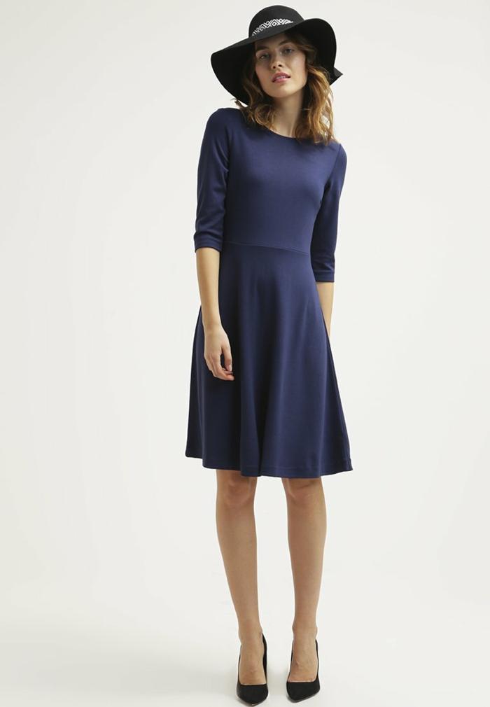 blaues kleid farbgestaltung blaue kleider dessin seide bequem mit hut