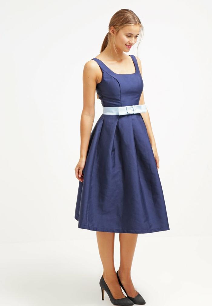 blaues kleid farbgestaltung blaue  kleider dessin seide mit entzückend