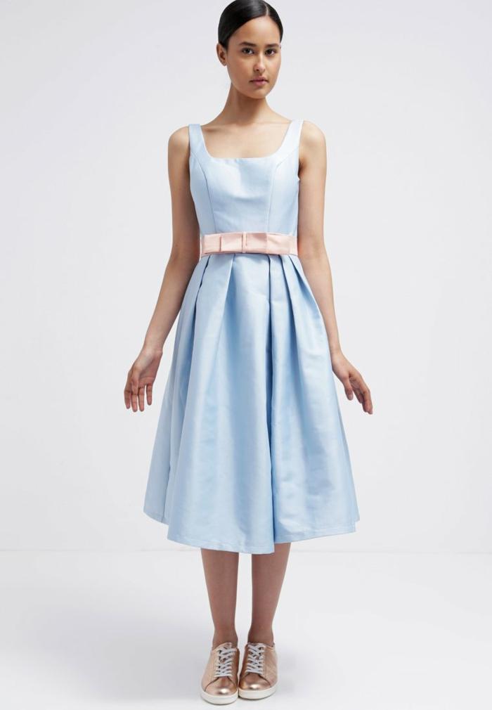 blaues kleid farbgestaltung blaue  kleider  dessin seide  polar weiß blau
