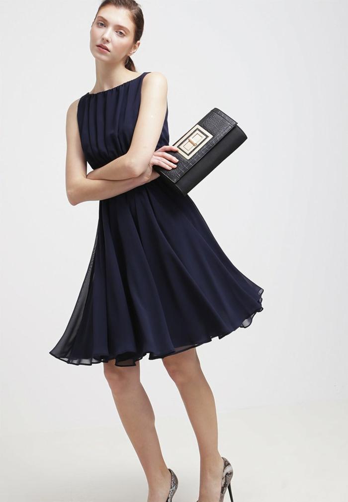 blaues kleid farbgestaltung blaue kleider dessin seide rockig streng