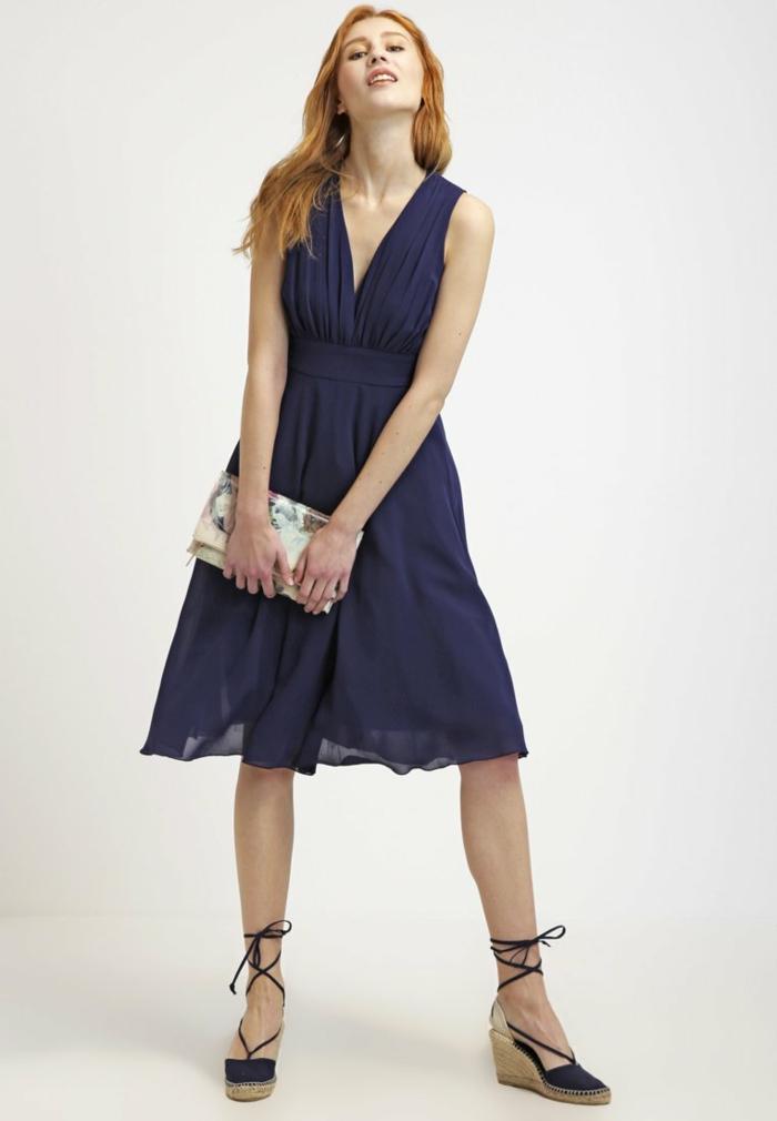 blaues kleid farbgestaltung blaue kleider dessin seide schmetterling seiden klied