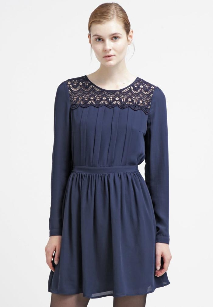blaues kleid  farbgestaltung blaue kleider dessin seide schmetterling zweiteilig