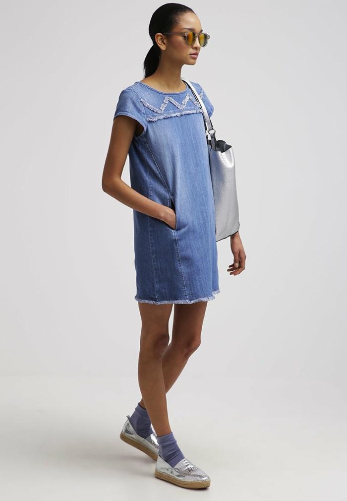 blaues kleid farbgestaltung blaue kleider dessin seide sportlich jeanskleid
