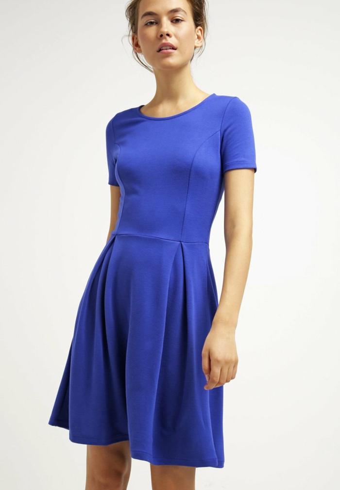 blaues kleid farbgestaltung blaue kleider dessin seide sportlich