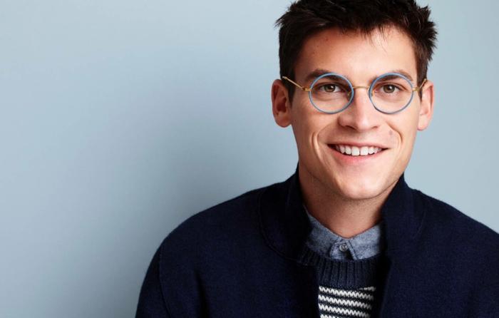 modische brillen aktuelle tendenzen blaue rahmen
